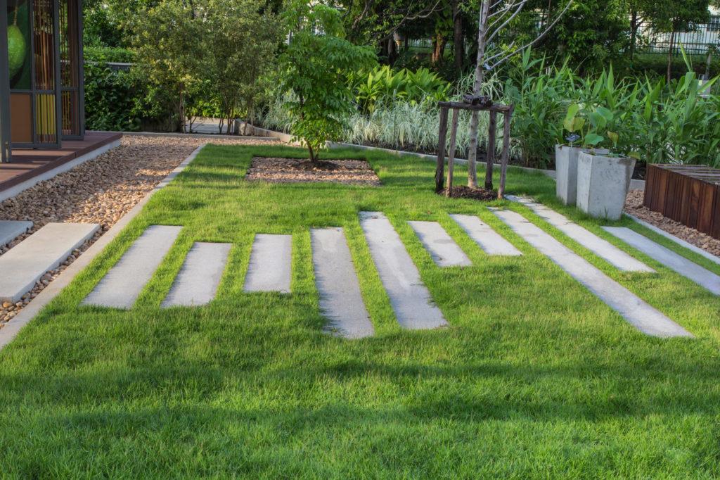 comment cr er des all es dans un jardin perspectives et courbes greenastic. Black Bedroom Furniture Sets. Home Design Ideas